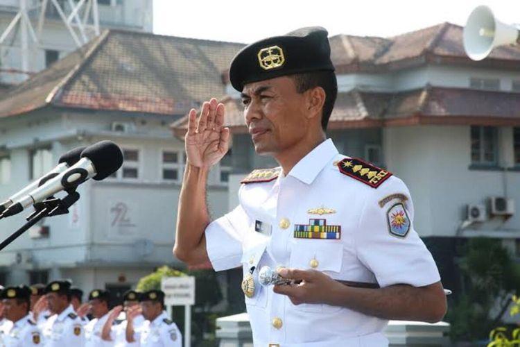 Foto-foto Mantan Komandan Satuan Kapal Selam TNI AL Kolonel Laut (P) Iwa Kartiwan semasa masih sehat dan bertugas yang kini terbaring sakit di kediamannya Tasikmalaya.