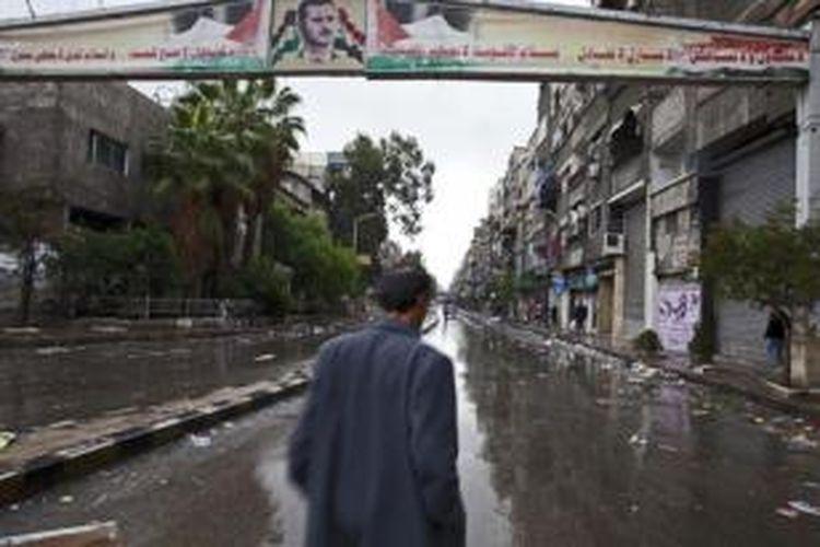 Pintu masuk ke kamp pengungsi Palestina Yarmouk di Damaskus, Suriah.