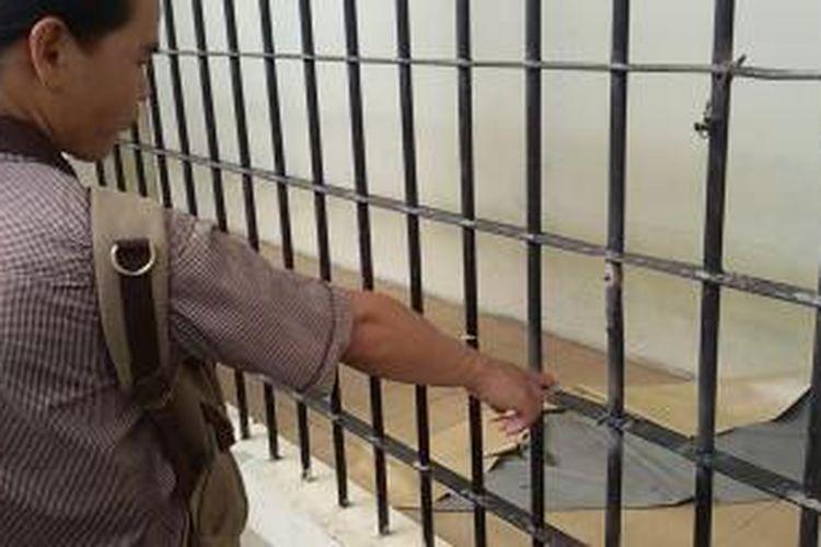 Jeruji besi sel tahanan Polda Kaltim dalam kondisi habis diperbaiki.