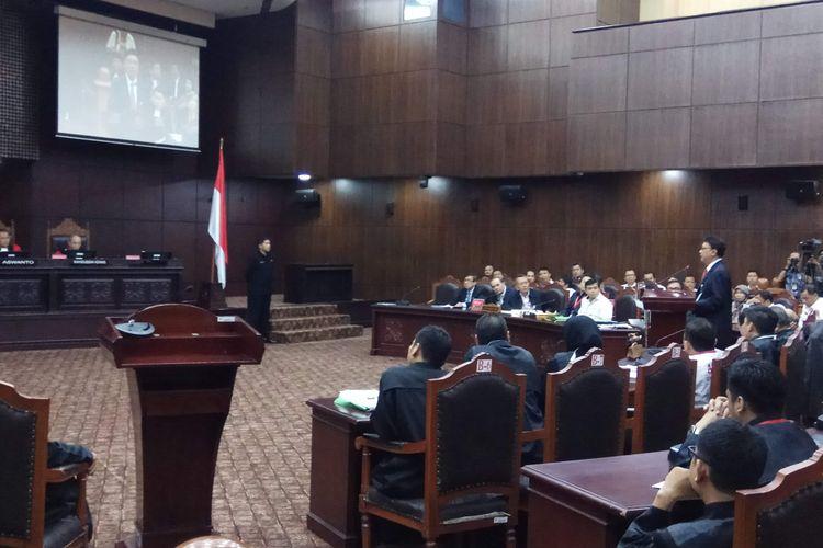 Menteri Dalam Negeri (Mendagri) Tjahjo Kumolo sebagai perwakilan pemerintah menyampaikan keterangan dalam sidang uji materi terhadap Perppu No 2 Tahun 2017 Tentang Perubahan Atas UU No 17 Tahun 2013 tentang Organisasi Kemasyarakatan (Perppu Ormas). Sidang digelar di Mahkamah Konstitusi, Jakarta, Rabu (30/8/2017).