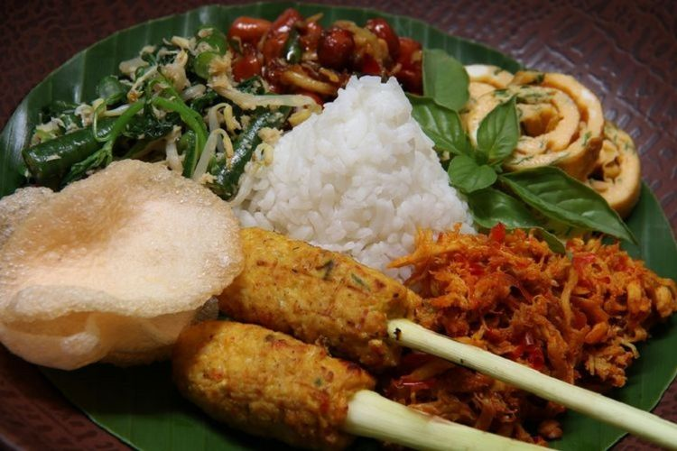 Ilustrasi kuliner Nasi Campur Bali.