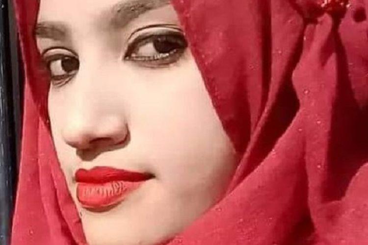 Nusrat Jahan Rafi. Gadis 19 tahun di Bangladesh yang dibakar hidup-hidup karena melaporkan pelecehan seksual dari kepala sekolah April lalu. Pengadilan menjatuhkan hukuman mati bagi 16 pelaku.