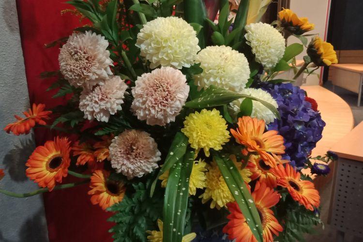 Contoh karangan bunga yang dipajang pada acara Lomba Nasional Merangkai Bunga Kirimn Flora Nusantara yang diselenggarakan oleh Ikatan Perangkai Bunga Indonesia (IPBI) bersama Kementerian Pendidikan dan Kebudayaan, di Jakarta Design Center, Rabu (11/7/2018).