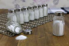 7 Tanda Tubuh Kebanyakan Makan Garam, Termasuk Gampang Haus