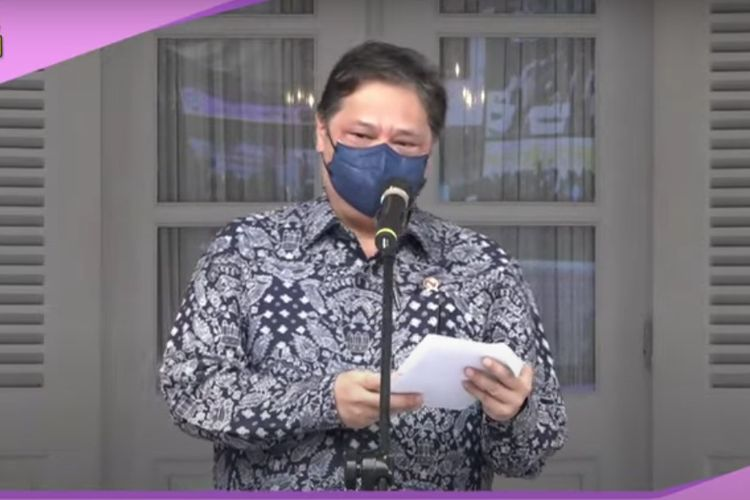 Menteri Koordinator Perekonomian Airlangga Hartarto saat memberikan sambutan peresmian vaksinasi Covid-19 untuk ibu hamil di Balai Kota DKI Jakarta, Kamis