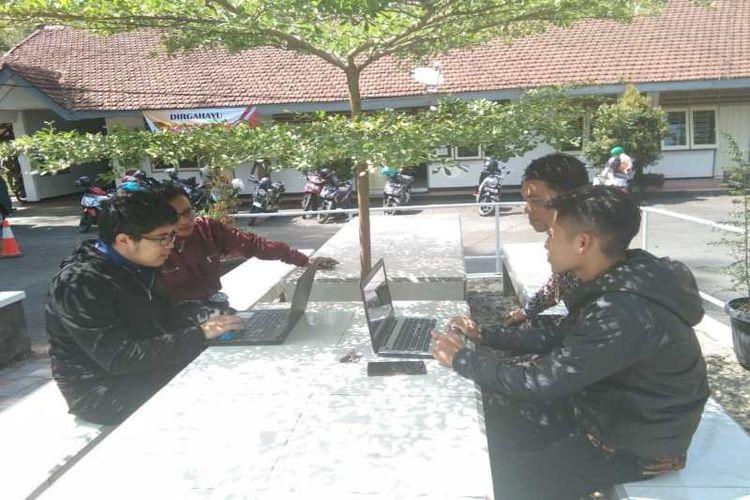 Para pendaftar CPNS di Kabupaten Wonosobo memanfaatkan layanan internet gratis yang disediakan Dinas Komunikasi dan Informatika setempat.