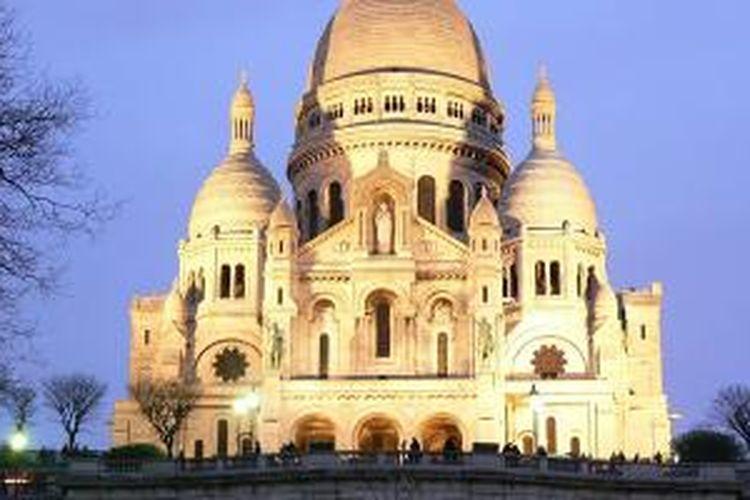 Basilique Sacrè Cœur yang berada di daerah Montmartre, Paris.