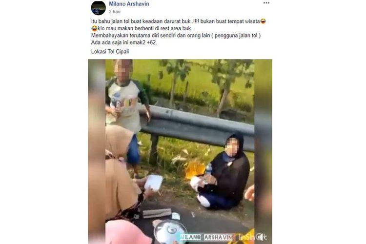 Sebuah video yang menampilkan satu keluarga tampak asyik menyantap makanan di bahu jalan Tol Cipali, viral di media sosial.