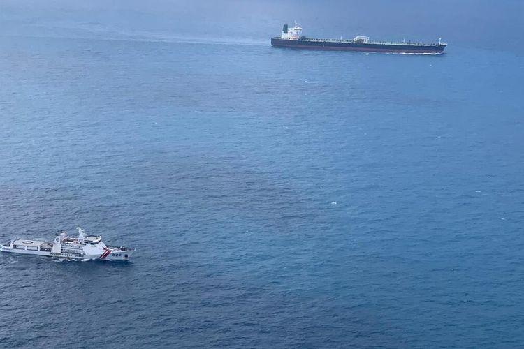Dua kapal super tanker Asing yang diamankan Bakamla RI, Minggu (24/1/2021) kemarin hingga kini masih proses perjalanan menuju pangkalan Bakamla RI di Batam, Kepulauan Riau (Kepri) guna melakukan pemeriksaan lebih lanjut. Dua kapal super tangker tersebut yakni MT Horse yang berasal dari Iran dan MT Freya yang berasal dari Panama.