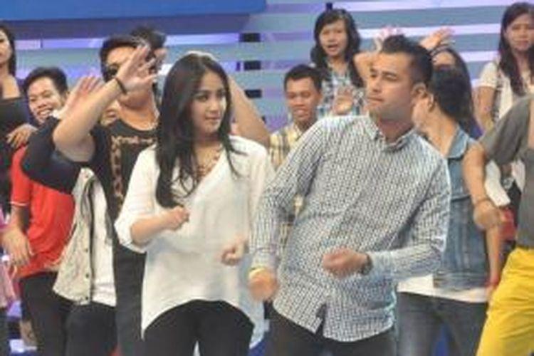 Raffi Ahmad dan Nagita Slavina tampil dalam acara televisi Dahsyat di Jakarta pada 11 Juni 2014.
