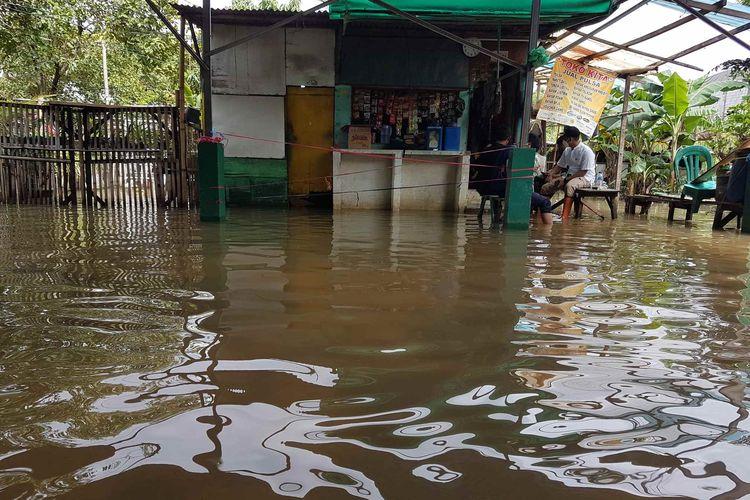 Banjir di Gang Musholla, Kelurahan Kembangan Utara, Kecamatan Kembangan, Jumat (19/2/2021).
