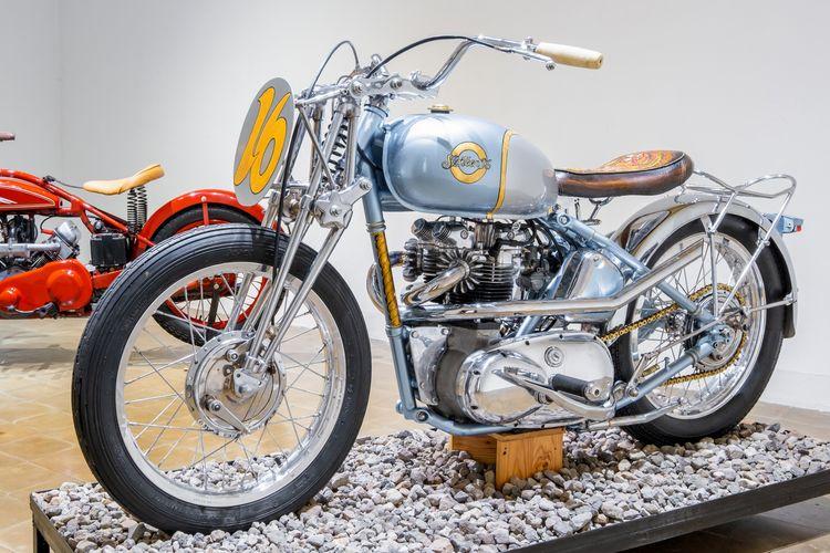 Motor custom Triumph Bonneville Pre-Unit dengan konsep vintage racing
