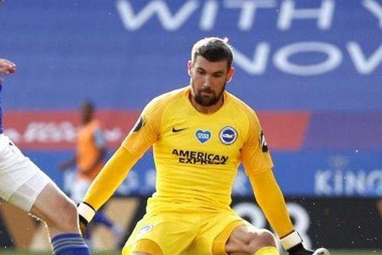 Jamie Vardy mencoba melewati kiper Mathew Ryan dalam laga Leicester vs Brighton pada lanjutan Liga Inggris pekan ke-31 yang digelar di King Power Stadium, Rabu (24/6/2020) dini hari WIB.
