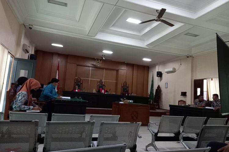 Suasana sidang perdana gugatan 5 warga Samarinda ke 12 oknum polisi dan Kepala Ombudsman Kaltim di Pengadilan Negeri Samarinda, Selasa (15/12/2020).
