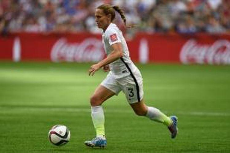 Christie Rampome jadi pemain tertua yang pernah tampil di Piala Dunia Wanita, saat AS menghadapi Nigeria (16/6/2015).