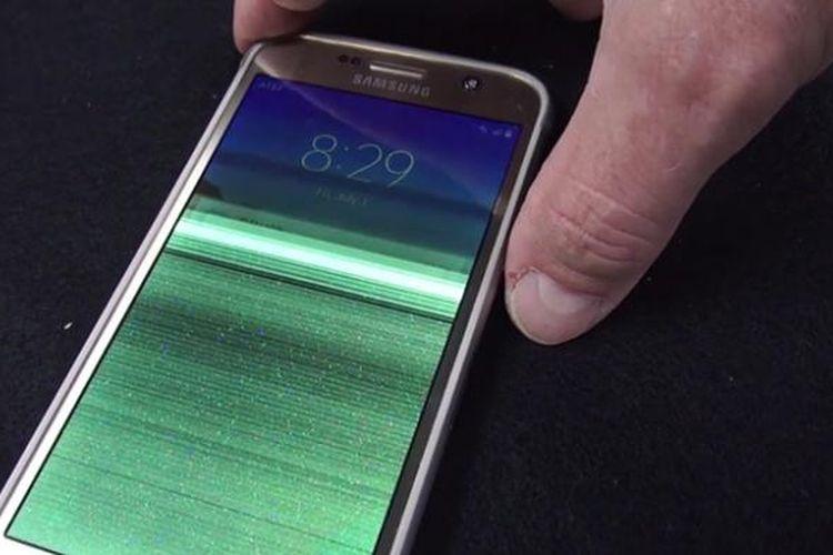 Galaxy S7 Active kemasukan air dan mengalami kerusakan pada layar dalam pengujian yang dilakuan oleh Consumer Reports