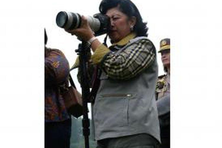 Ibu Negara Ani Yudhoyono, saat hunting foto bersama para