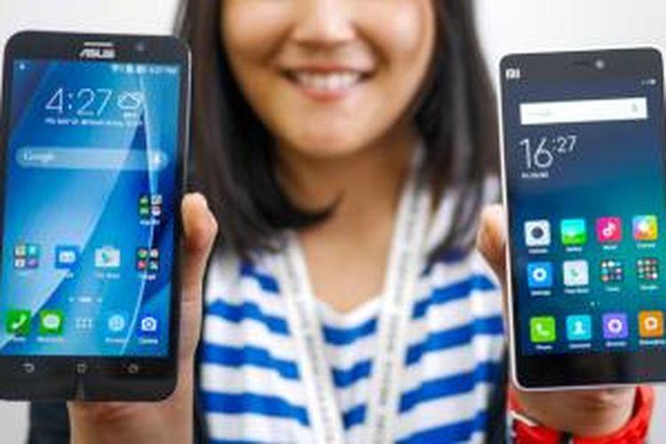 Asus Zenfone 2 (kiri) dan Xiaomi Mi 4i