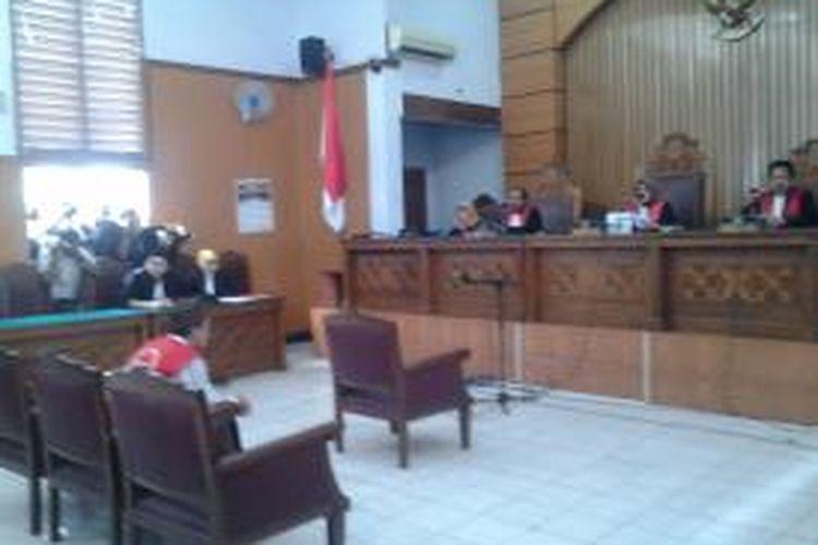 Sidang perdana Agun Iskandar, terdakwa kejahatan seksual di JIS di Pengadilan Negeri Jakarta Selatan, Cilandak, Jakarta, Selasa (26/8/2014).