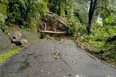 Jalan Lintas Provinsi di Cianjur Lumpuh Total Tertimbun Longsor