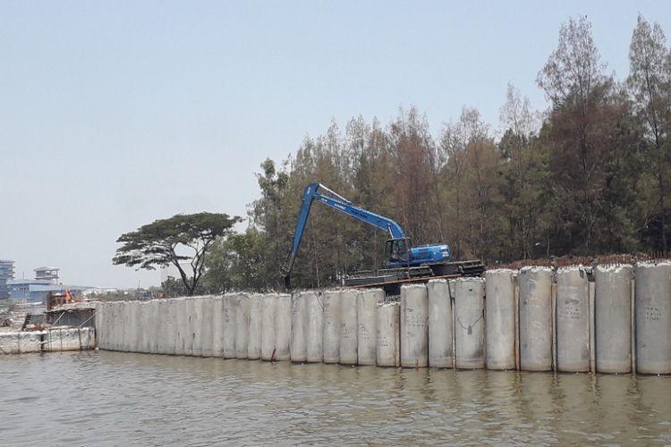 Suasama proyek pembangunan tanggul pantai NCICD di kawasan Marunda, Jumat (16/11/2018).