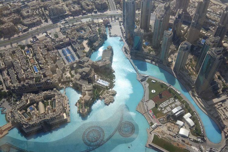 Pemandangan dari lantai 125 Gedung Burj Khalifa, Dubai, Uni Emirates Arab, Kamis (27/10/2017). Burj Khalifa memiliki tinggi 868 meter atau 2.717 meter di atas permukaan laut. Tinggi Burj Khalifa sendiri dua kali lipat Menara Eiffel, Paris dan lebih tinggi dari Gunung Bromo bila diukur dari permukaan laut.ac