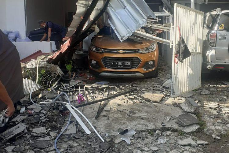 Kondisi rumah pasca ledakan gas LPG terjadi di  kawasan Jalan Melati Rata J16, Kelurahan Bojong Rawalumbu, Kecamatan Rawalumbu, Kota Bekasi. Rabu (25/11/2020)