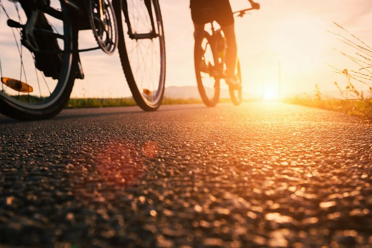 Ilustrasi bersepeda pagi