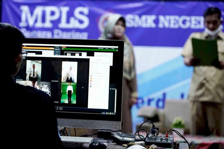 MPLS di SMKN 1 Cimahi dengan memanfaatkan aplikasi Learning Management System (LMS).