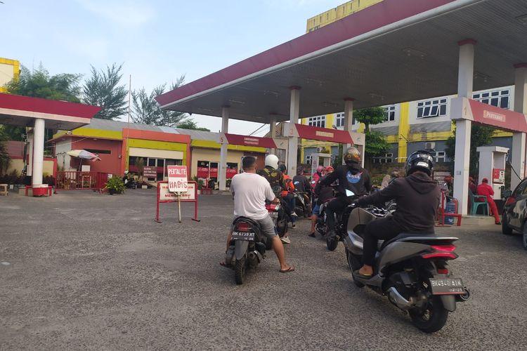 Kelangkaan bahan bakar minyak (BBM) di sejumlah SPBU di Sumut sudah berlangsung hampir dua pekan.