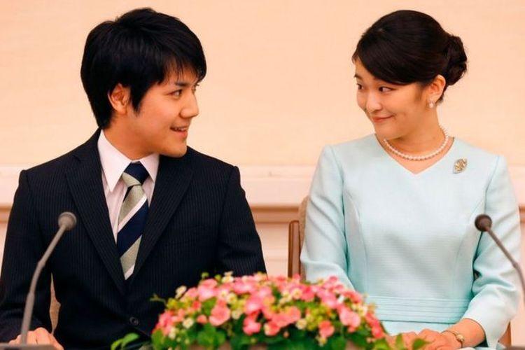 Putri Mako dan Kei Komuro mengumumkan pertunangan pada 2017.