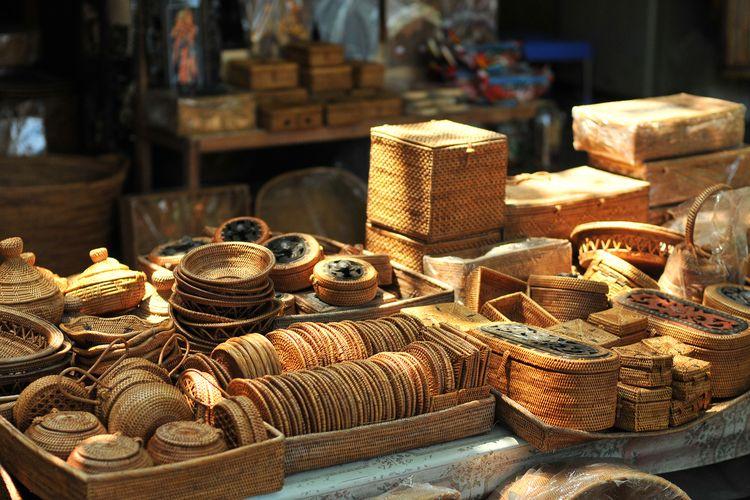 Ilustrasi kerajinan anyaman khas Indonesia yang bisa dijadikan oleh-oleh saat berlibur