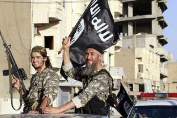 Militan ISIS mengeksekusi seorang perempuan pengacara HAM Irak dengan ditembak di lapangan Senin (22/9/2014)