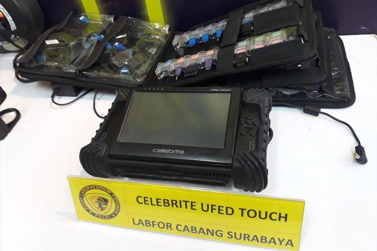 Perangkat digital pemeriksa ponsel Vanessa Angel milik Puslabfor Mabes Polri Cabang Surabaya