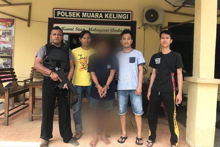 Tersangka RH (33) pelaku pemerkosaan seorang ibu rumah tangga di Musirawas saat diamankan pihak kepolisian setempat.
