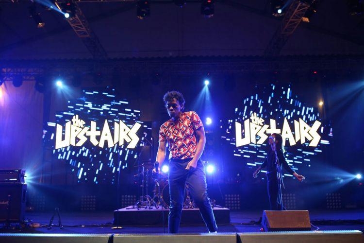Band Upstairs tampil di panggung Synchronize Fest 2017 yang digelar di Gambir Expo, Kemayoran, Jakarta Pusat, Minggu (8/10/2017).