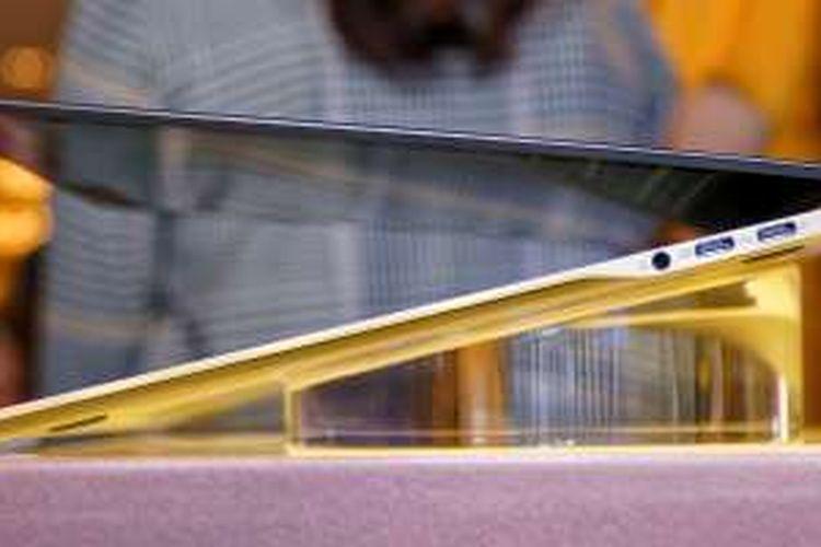 Sepasang port USB type-C Acer Swift 7 diletakkan di sisi kanan notebook. SIsi kiri tidak memuat port apa pun.