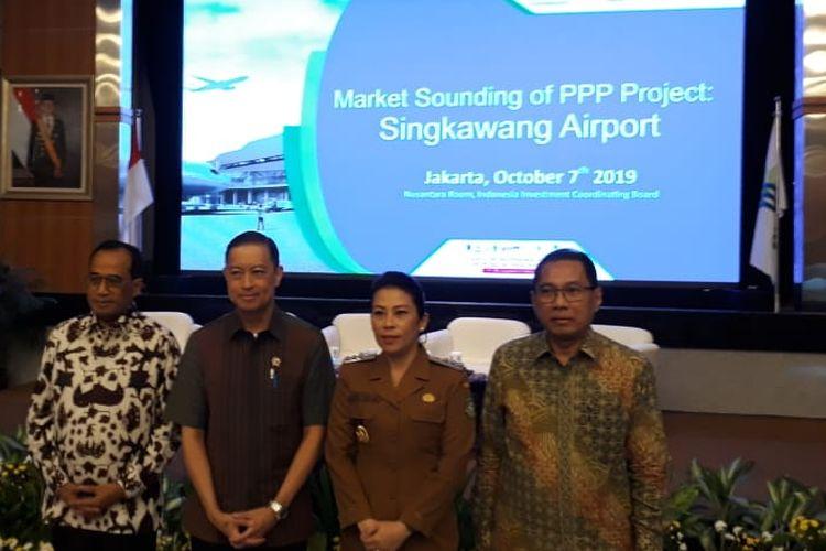 Kepala BKPM Thomas Lembong bersama Menteri Perhubungan Budi Karya Sumadi di Jakarta, Senin (7/10/2019).