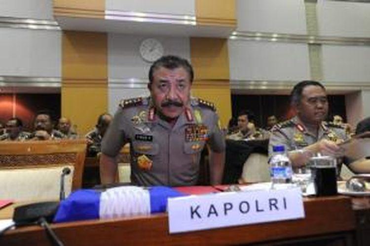 Kapolri Jenderal (Pol) Timur Pradopo (kiri) didampingi Irwasum Polri, Komjen Fajar Prihantoro mengikuti rapat kerja dengan Komisi III DPR di Kompleks Parlemen, Senayan, Jakarta, Kamis (14/6/2012). Rapat membahas berbagai persoalan aktual salah satunya kerusuhan di Jayapura, Papua.