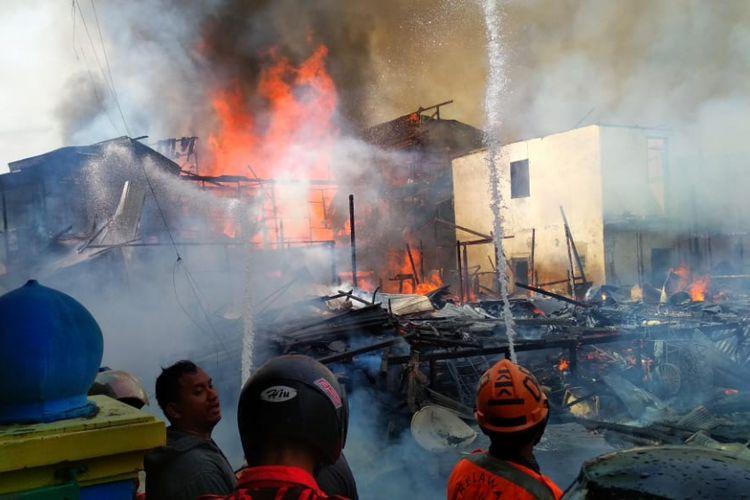 Kebakaran di Samarinda habiskan belasan rumah dan satu masjid terkena dampak, Kamis (6/12/2018)