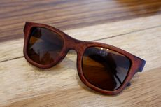 Kacamata dari Kulit Sol Sepatu, Anti Patah dan Trendi, Mau?