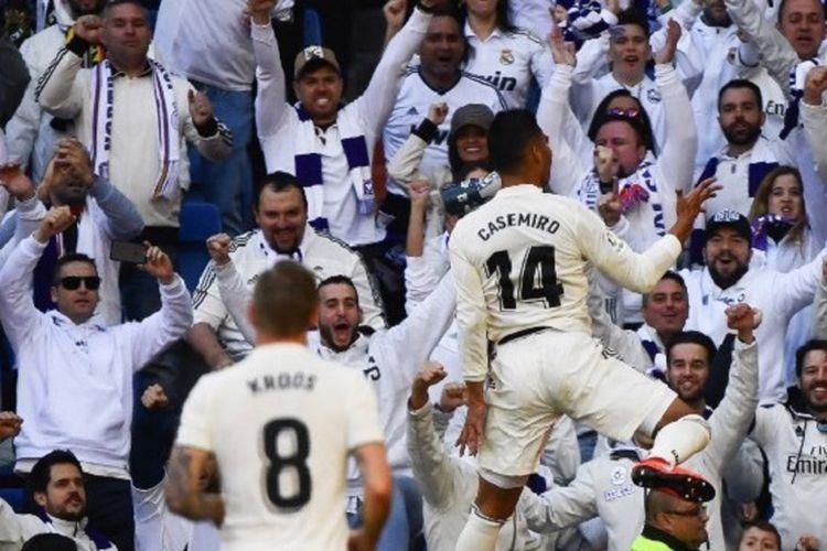Casemiro merayakan golnya pada pertandingan Real Madrid vs Girona di hadapan suporter Stadion Santiago Bernabeu dalam lanjutan La Liga Spanyol, 17 Februari 2019.