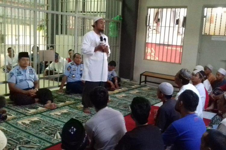 Abdurrahman Taib, seorang mantan narapidana teroris, saat memberikan testimoni di Lapas kelas I Lowokwaru, Kota Malang, Selasa (5/6/2018)