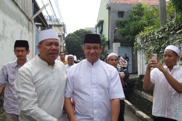 Calon gubernur DKI Jakarta Anies Baswedan saat silaturahim dengan warga di Jalan Cikoko, Pancoran, Jakarta Selatan, Sabtu (25/2/2017).