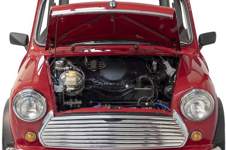 Mini Klasik yang dikonversi menjadi mobil listrik oleh Swindon Powertrain.