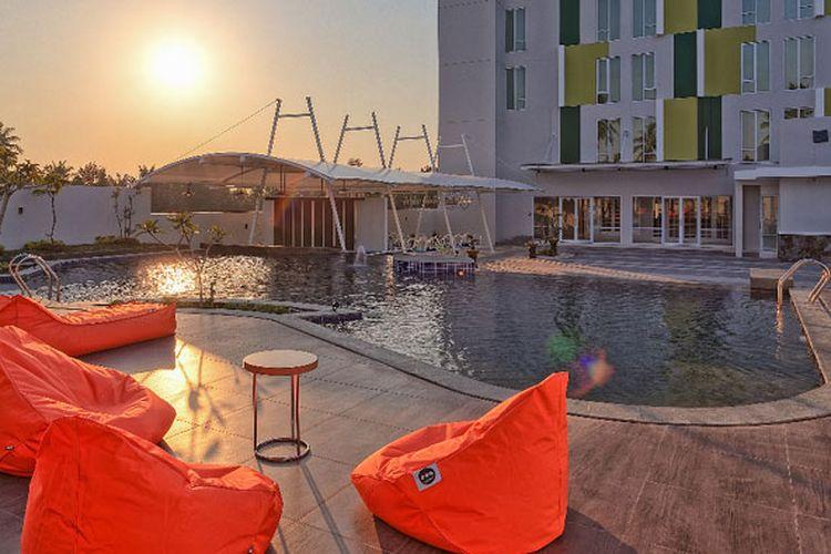 Kolam renang Hotel Sahid Bangka di Pangkal Pinang, Bangka Belitung, Senin (26/11/2018).