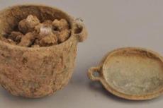 Ahli Temukan Krim Wajah Berumur 2.700 Tahun, Bukti Pria Pakai Kosmetik sejak Dulu