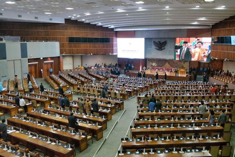 Suasana Rapat Paripurna ke 10 Masa Persidangan II, di Kompleks Parlemen Senayan, Jakarta, Kamis (13/12/2018).