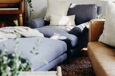 Ritual Wajib Sebelum Membeli Sofa, Coba Duduki Selama Mungkin