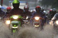 Awas Selip, Perhatikan Kembangan Ban saat Melintas di Jalan Basah